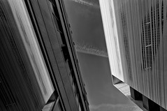 _super c 5588- (Tom Putzke) Tags: architektur städte aachen superc deutschland clouds wolken himmel sky wetter luft air monochrom einfarbig black white geometrisch linien flächen fassade fassaden oberfläche symetrie