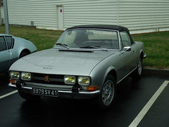 Peugeot 504 Cabriolet Montlouis sur Loire (37) 12-05-18a (mugicalin) Tags: fujifilm fujifilmfinepix finepix fujifilmfinepixs1 s1 finepixs1 peugeot peugeotcar frenchcar classiccar cabriolet convertible 2018 silver silvercar 504 peugeot504 504cabriolet peugeot504cabriolet 5979 41 37 pininfarina youngtimer 10fav