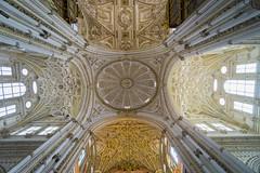 Mezquita-Catedral de Córdoba (fred-4-ever) Tags: spain espagne cordoue cordoba cathedrale catedral plafond light cross croix a6000 sony architecture lumière pillier pillar wideangle