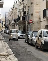(ifranke) Tags: apulien puglia italien italy iphone street strase car