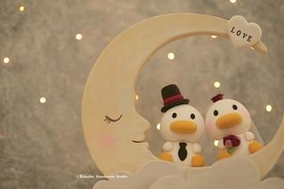 Handmade ducks bride and groom with wooden moon decoration wedding cake topper, cute animals wedding cake decor ideas