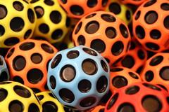 Boules et cercles colorés (Explore 07/06/18) (Christian Chene Tahiti) Tags: canon 6d auckland nouvellezélande newzealand boule forme shape formegéométrique cercle balle jeu jouet toy game ball bokeh macro closeup colour rouge rose multicolore jaune orange bleu brillant