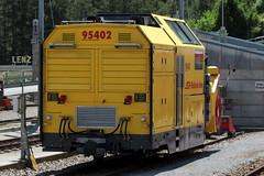 Schneeschleuder Xrot mt 95402 der Rhätischen Bahn RhB ( Hersteller Zaugg - Baujahr um 2012 - Gewicht 24 t - LüP 10.00 m - Schleuder Schneefräse ) am Bahnhof Thusis im Kanton Graubünden - Grischun der Schweiz (chrchr_75) Tags: albumzzz201806juni juni 2018 hurni christoph schweiz suisse switzerland svizzera suissa swiss chrchr chrchr75 chrigu chriguhurni chriguhurnibluemailch zug train juna zoug trainen tog tren поезд lokomotive паровоз locomotora lok lokomotiv locomotief locomotiva locomotive eisenbahn railway rautatie chemin de fer ferrovia 鉄道 spoorweg железнодорожный centralstation ferroviaria kanton graubünden grischun rhb rhätische bahn bahnen meterspur schmalspur bergbahn retica viafier kantongraubünden albumbahnenderschweiz albumbahnenderschweiz20180106schweizer treno