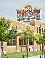 Sunshine Laundry - Cleaners. Oklahoma City,Oklahoma (Rob Sneed) Tags: usa oklahoma oklahomacity sunshinelaundrycleaners driveinservice cleaners laundry architecture vintage sign urban city roadtrip neon advertising restoration 20thcentury stonecloudbrewingco 1012nw1st americana