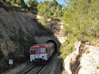 Tren de Cercanías de Renfe (Línea C-5) a su paso por NAVAJAS (Castellón)