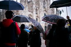 Milano Street Walking - Look (In.Deo) Tags: milano lombardia italy street rain umbrella