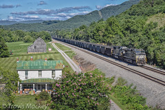NS 820 at CP Kumis (Travis Mackey Photography) Tags: ns 820 cp kumis whitethorne district lafayette va train railroad locomotive house barn trees grass mountains sky