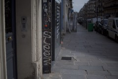 Sleez (.Rgsoixantedixhuitclan.) Tags: tag handstyle bokeh shadowplay sunlight carlzeisslenses carlzeissultron50mm paris street carlzeiss witholdlenses