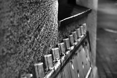 18-05-26 nah bw flu text bau zahn dsc09662-1 (ulrich kracke (many thanks for more than 1 Mill vi) Tags: bw abstrakt baustelle bw5 flucht minimal nah pulverstr rextur wand zahn
