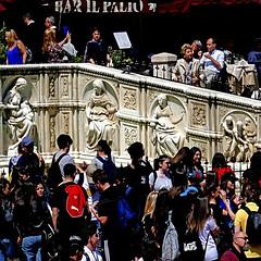 Siena, Italia (pom'.) Tags: bar piazzadelcampo panasonicdmctz101 april 2018 siena toscana tuscany italia italy europeanunion 100 ilpalio fontegaia 1409 1419 15thcentury jacopodellaquercia people crowd 200 5000