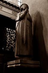 17 - Paris - Notre-Dame des Blancs-Manteaux - Statue de Jeanne d'Arc (melina1965) Tags: 2018 mai may panasonic lumix dmctz57 îledefrance paris 4èmearrondissement 75004 église églises church churches sculpture sculptures statue statues sépia sepia
