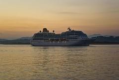 08407FD2-4052-4BF2-8CD9-F71104A873C7 (petercan2008) Tags: crucero barco ship cruise cruising amanecer agua bahía s santandercantabriaespaña