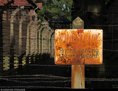 20170630_56 Rusty warning sign | Auschwitz concentration camp, Poland (ratexla) Tags: ratexlasinterrailtrip2017 interrail auschwitz 30jun2017 2017 canonpowershotsx50hs interrailing eurail eurailing tågluff tågluffa tågluffning travel travelling traveling journey epic europe earth tellus photophotospicturepicturesimageimagesfotofotonbildbilder wanderlust vacation holiday semester trip backpacking tågresatågresor resaresor europaeuropean sommar summer ontheroad oświęcim poland polska auschwitzconcentrationcamp concentrationcamp ww2 secondworldwar war nazism racism bigotry history violence museum theholocaust förintelsen koncentrationsläger sign signs skylt skyltar rust rusty rostig rost auschwitzi old decay favorite