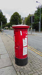 Elizabeth 2 cypher post pillar box Cathedral Road junction Talbot Street Cardiff 14.08.2017 (1) (The Cwmbran Creature.) Tags: po p o gpo g general post office letter red street furniture heritage great britain united kingdom gb uk