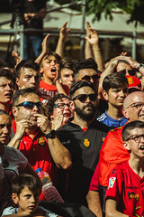 _MG_0380 (sergiopenalvagonzalez) Tags: rcdmallorca futbol football ball people ambiente palma palmademallorca aficion pasion rojo negro ib3 diariodemallorca sergiopenalvagonzalez sergiopenalvag gente emocion nervios ascenso alegria