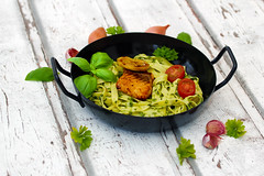 Lachsfilet auf Tagliatelle mit Rahmspinatsauce (PH0T0NAT0R) Tags: salmon salmonfilet grilledsalmon food foodphotography tagliatelle spinach spinachsauce