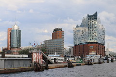 Elbphilharmonie Hamburg in der HafenCity (Helgoland01) Tags: elbphilharmonie hamburg deutschland germany fluss hafen port harbor elbe river hafencity