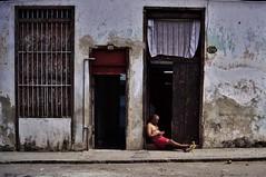 Centro - scène de rue 1 (luco*) Tags: cuba la havane hanana havana maison house casa scène de rue homme man hombre flickraward flickraward5