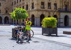 SalaBiKER fluorescente (147/365) (Walimai.photo) Tags: bike bici bicicleta salamanca spain españa bicycle fluorescente fluor ciclista salabiker street calle candid portrait robado