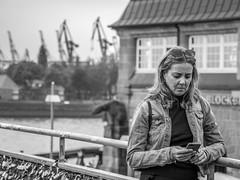LR Hamburg 2018-5190449 (hunbille) Tags: birgittehamburg2018lr hamburg germany landungsbrücken landungsbrucken s bahn sbahn train metro commuter station mobile texting