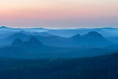 Aussicht vom Affenstein (D a v i d _ M) Tags: suset sunrise misty mist saxonswitzerland sächsischeschweiz elbsandsteingebirge erkunden explore canon70200f4 sonya7ii