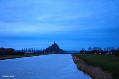 Le canal du Couesnon et le Mont St-Michel à la tombée de la nuit (didier95) Tags: montstmichel lecouesnon riviere bleu architecture canalducouesnon paysage normandie manche