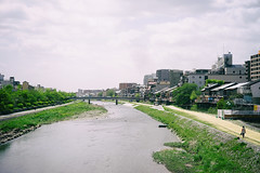 Quiet Kamogawa moment (Eric Flexyourhead) Tags: shimogyoku 下京区 kyoto 京都市 kansai 関西地方 japan 日本 kamogawa 鴨川 kamoriver city urban river path walkway walkingpath sky clouds cloudy overcast sonyalphaa7 zeisssonnartfe55mmf18za zeiss 55mmf18