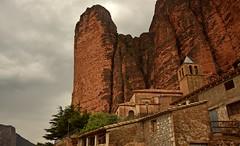 Riglos (kadege59) Tags: losmallosderiglos españa spain spanien huesca aragon church nature rock europe