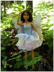 Una fata nel bosco (simona falenanotte) Tags: barbie barbiemadetomove barbieooak ooak fata fairy fairydress fairywings doll repainting rerooting art artist