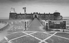 New Brighton -10.jpg (Colin Dorey) Tags: road carpark sign closed diagonal architecture building structure fort perchrock marinepromenade newbrighton ch45 2ju wirral merseyside mersey water estuary june 2018 summer bw monochrome blackandwhite blackwhite liverpoolbay wallasey