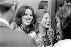 120369 22 (ndpa / s. lundeen, archivist) Tags: nick dewolf nickdewolf december photographbynickdewolf blackwhite bw 1969 1960s monochrome blackandwhite 35mm film boston massachusetts beaconhill party socializing socialevent people cocktailparty woman youngwoman women youngwomen laugh laughter laughing face faces mcintyre macmcintyre amcvoymcintyre maggie man