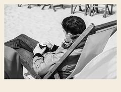 Café mélancolique (Napafloma-Photographe) Tags: 2018 architecturebatimentsmonuments bandw bw bâtiments france géographie hautsdefrance landscape letouquet métiersetpersonnages objetselémentsettextures pasdecalais paysages personnes techniquephoto blackandwhite boutique chaise chaiselongue mobiliermeubles monochrome napaflomaphotographe noiretblanc noiretblancfrance photoderue photographe plage province restaurant restaurantdeplage streetphoto streetphotography fr