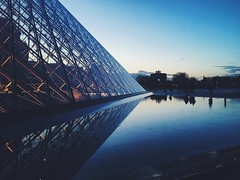 (maycambiasso98) Tags: cloudy cloud sky sunset water roop glass reflected reflection country viajar viaje turismo turism visit travel gallery art gioconda monalisa museum museo louve europa europe france francia paris