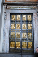 The Holy Door (zawtowers) Tags: rome roma italy italia capital city historic roman empire heritage monday 28 may 2018 summer holiday vacation break warm sunny vatican st peters baslica home pope catholic church holy door design open only great celebrations