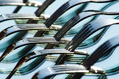 Le forchette allo specchio / The forks in the mirror (giannizigante) Tags: forchette luci prospettive riflessi specchio