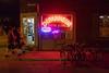 Dépanneur (Jacques Lebleu) Tags: dépanneur néon rouge enseigne plateau montréal nuit vélos passants hommes bierre vin porte vitrine montroyal 4343 flèche sensunique été ouvert