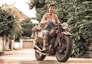 Pin Up Miss Malì and the Indian Motorcycle Scout