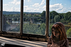 Bennecourt & Jill DxOFP DSCF1992 (mich53 - thank you for your comments and 5M view) Tags: sculpture arts evénement exposition bannièressurseine yvelines îledefrance france xt2 xf1655mmf28rlmwr bennecourt fenêtre paysage clocher pont bridge river seine ciel clouds nuages maisonaguttesembat