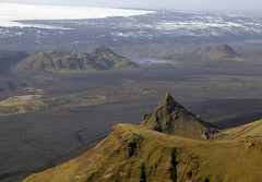 Horft til Kötlujökuls (hó) Tags: hafursey kötlujökull mýrdalsjökull kurl mountain glacier landscape ice sand wilderness barren iceland june 2018 green