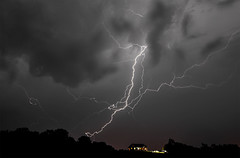 Thunderstorm (Klaus Ficker --Landscape and Nature Photographer--) Tags: thunderstorm lighting lightningstrikes thunder storm clouds kentuckyphotography klausficker usa kentucky frankfort canon eos5dmarkiv