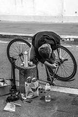 contorsioniste (YassChaf) Tags: paris city ville parisien portrait nb bw noiretblanc blackandwhite velo bike mecanique mecanics reparation fix panne