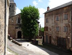 Sévérac-le-Château - Aveyron (Cherryl.B) Tags: aveyron tourisme cité médiéval église maison bâtiment fenêtres arbre clocher