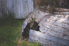 Abandoned Boat // Kerry Way (Lord Demise) Tags: canon 70d eos irland ireland kerryway trekking hiking backpacking camping travel urlaub wandern decay verfall abandoned verlassen boat boot broken zerstört