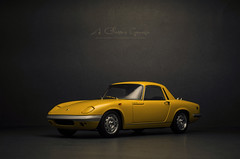 1961 LOTUS Elan S3 S/E Coupe (aJ Leong) Tags: 1961 lotus elan s3 se coupe 118 autoart classic cars vintage vehicles automobiles garage scale model diecast photography british car yellow