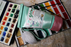 Photo of the day: 27.5.2018 (day 147) (House Of Secrets Incorporated) Tags: photooftheday photooftheday2018 aphotoaday2018 dailyphoto dailyphoto2018 dailyphotography dailyphotography2018 dailyphotograph ink watercolor gelatoni kuretake cotman brushes bag bags accessories wristlet cat cats tokyodisneysea disneycats blog blogger blogging kittensandsteamlivejournalcom kittensandsteamblogspotcom instagramkittensandsteam twitterhildebcm belgianblogger