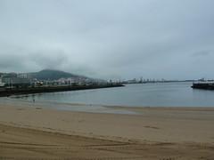 Playa de Areeta con el Serantes cubierto al fondo (eitb.eus) Tags: eitbcom 14179 g1 tiemponaturaleza tiempon2018 paisajes bizkaia getxo mikelotxoa