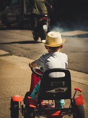 High Speed Pursuit (Herr Nergal) Tags: fz1000 lumix panasonic people race saarland street car child boy movie scene verfolgung high speed pursuit rennen
