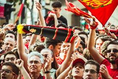 _MG_0679 (sergiopenalvagonzalez) Tags: rcdmallorca futbol football ball people ambiente palma palmademallorca aficion pasion rojo negro ib3 diariodemallorca sergiopenalvagonzalez sergiopenalvag gente emocion nervios ascenso alegria