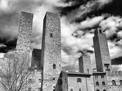 Austerity (SLpixeLS) Tags: italy italie tuscany toscane toscana village old antique tower tour castel château sky ciel sangimignano blackandwhite noiretblanc art cloud nuage