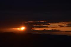 DSC_9405 (griecocathy) Tags: nuage soleil montagne coucher sombre lumineux orange noir saumoné gris